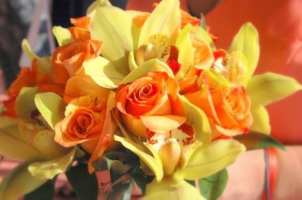 Bouquet giallo e arancione, colori estivi e luminosi