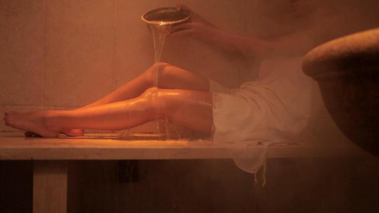Acqua e vapore all'hammam della rosa in centro a milano.
