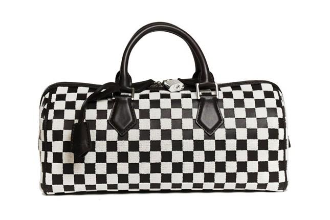 Dalla sfilata PE 2013 borsa Louis Vuitton a mano effetto Damier bianco e nero.