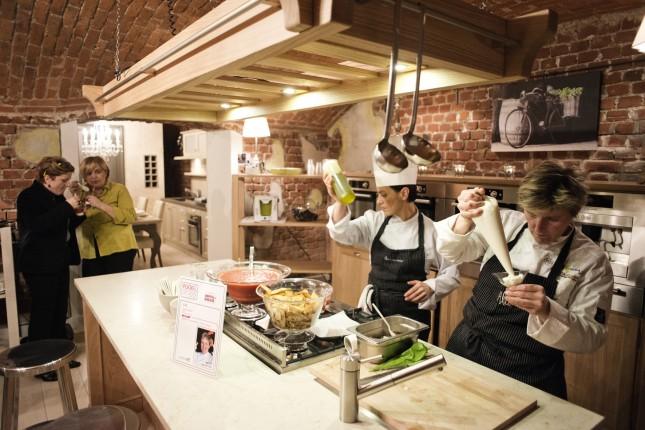 ILVE via Giulio Romano, 11. chef: Viviana Varese (ristorante Alice) ricetta: passatina di pomodoro con ricotta e sgombri. Credits: @LUZ Alessandro Grassani