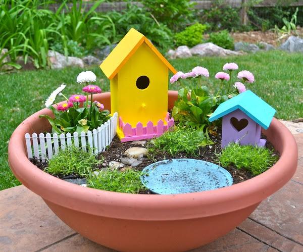Fairy garden con casette per gli uccelli