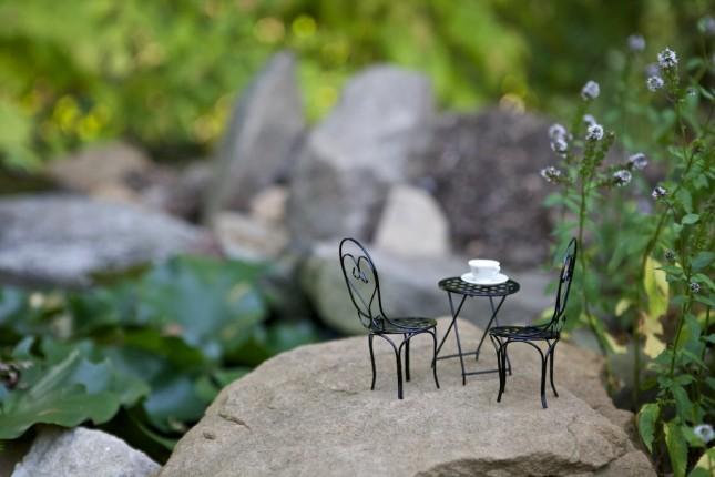 Tavolo e sedie in miniatura