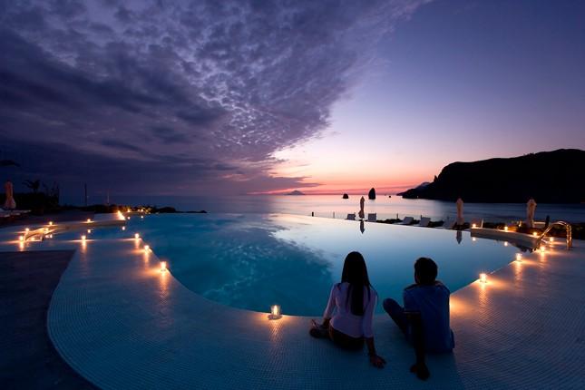 L'Infinity pool crea una magica atmosfera.