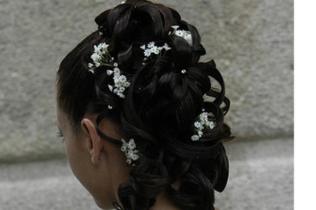 Fiori bianchi intrecciati - foto da Flickr creative commons