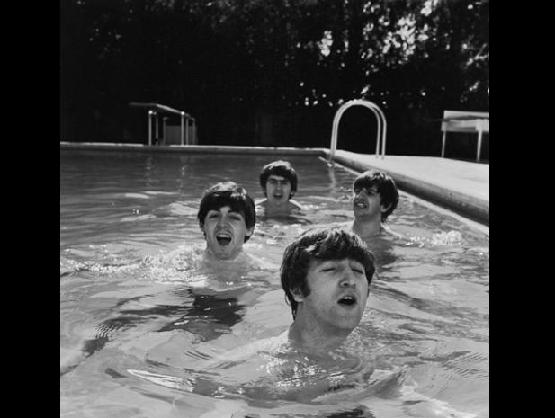 I Beatles in piscina! Foto di John Loengard / @ Life-Getty images