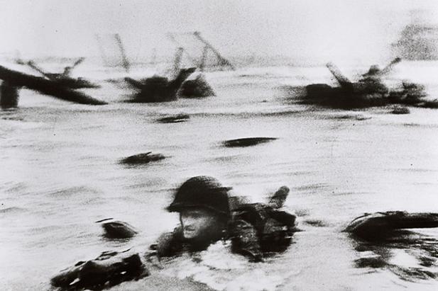 Lo sbarco in Normandia documentato da Robert Capa per