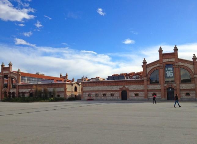 L'immensa struttura (e questa è solo una piccola parte) dell'ex mercato della carne madrileño, oggi dedicato all'arte, al teatro, cinema e musica.