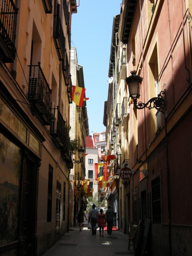 Foto che ritrae le vie del centro di Madrid in festa per la vittoria dei mondiali, nel 2010.