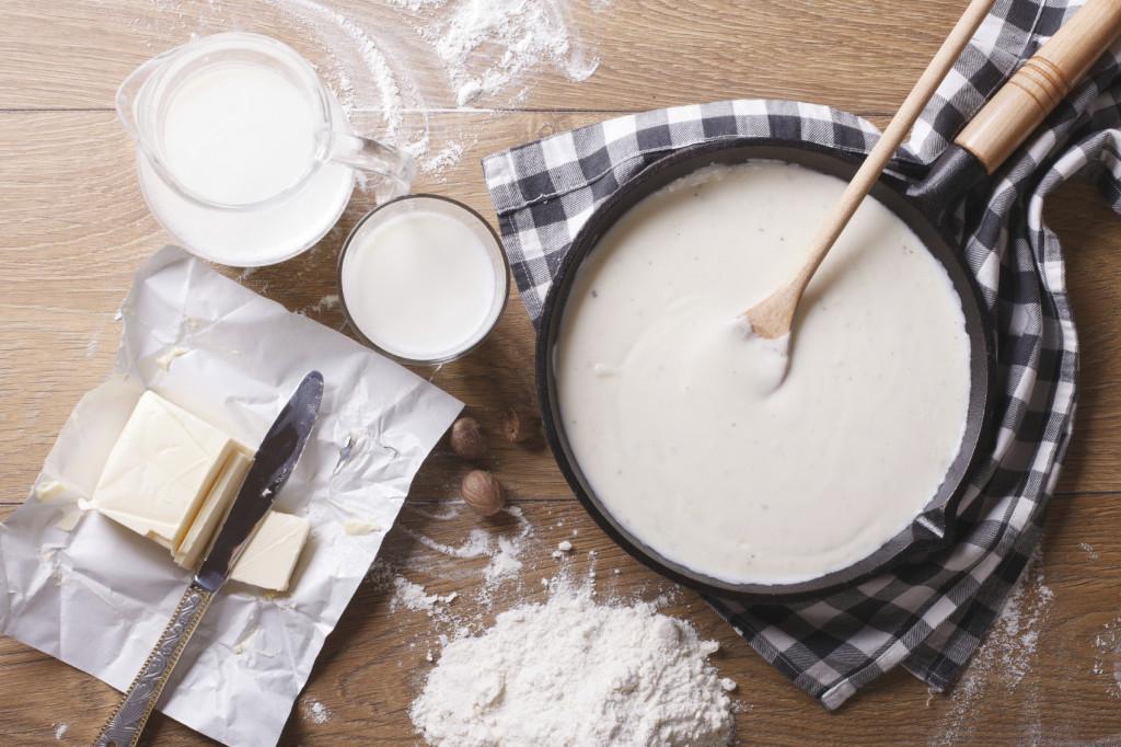 Le dosi della ricetta per la besciamella classica, perfetta per farcire lasagne crêpes e cannelloni.
