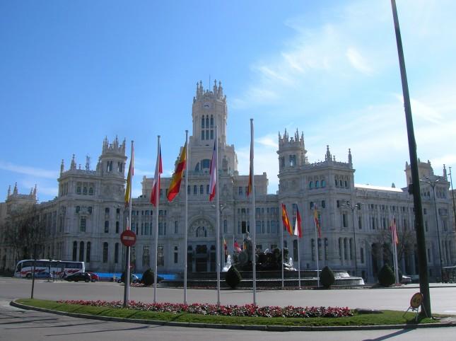 Il Palazzo delle Telecomunicazioni (ora centro espositivo), nell'emblematica Plaza de Cibeles: è qui che i tifosi del Real Madrid festeggiano le loro vittorie.