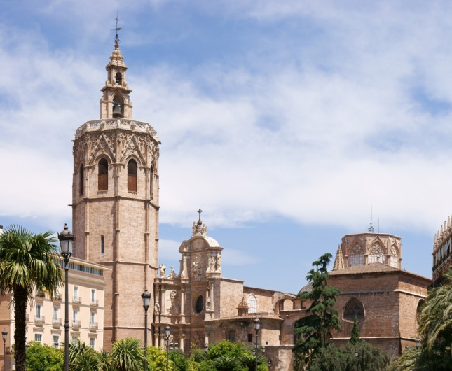 cattedrale di Santa Maria, conosciuta anche come cattedrale del Santo Calice, con il campanile El Miguelete