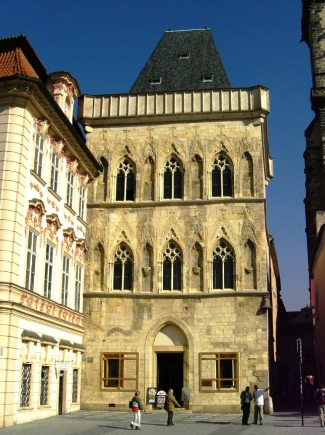 Casa alla Campana di Pietra, Piazza della Città Vecchia