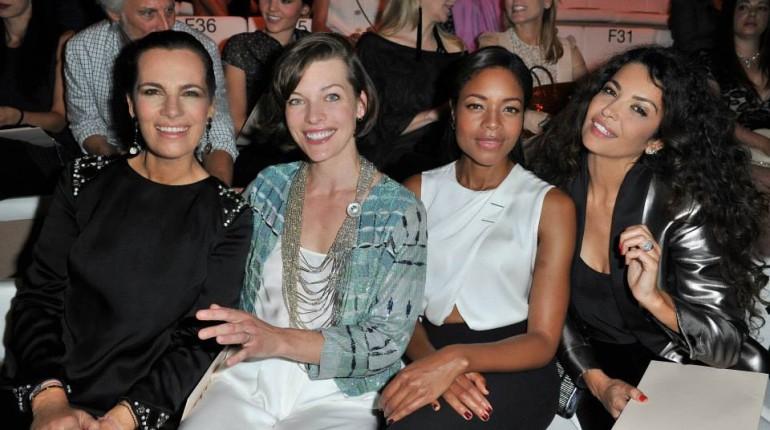 Front row passerella con Mila Jogovich alla sfilata di Armani Prvè couture