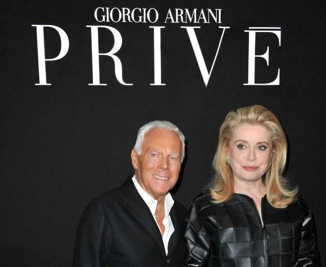Sfilata haute couture Armani Privè parterre con Giorgio Armani e Catherine Deneuve