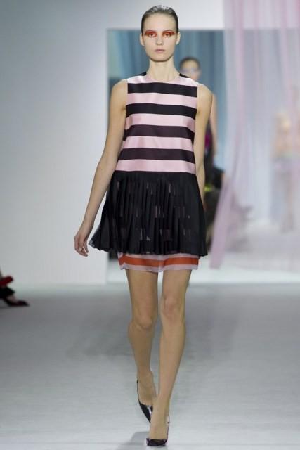 Delizioso abitino a righe sui toni del rosa. Christian Dior PE13