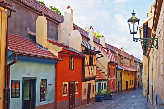Il Vicolo d'oro, o Golden Lane, una stretta stradina dalle caratteristiche casette colorate