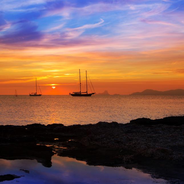 Ibiza al tramonto vista da Formentera