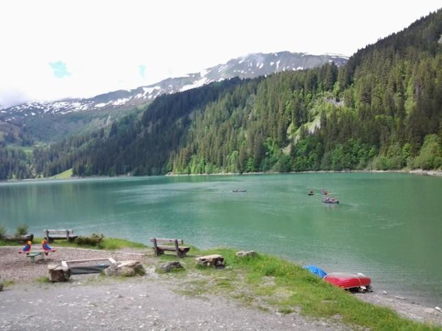 Il lago Arnen, a dieci minuti di auto da Gstaad