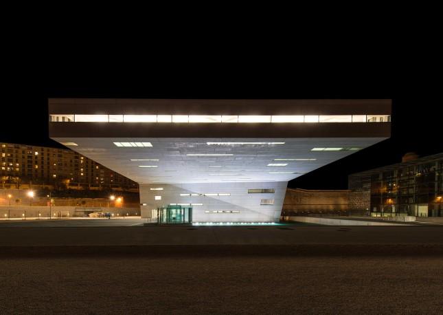 L'impressionante gioco di luci dell'illuminazione notturna di VillaMéditerranée, ©Paul Ladouce
