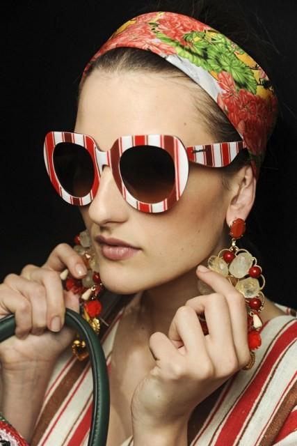 Righe anche sugli occhiali da sole per D&G, PE13