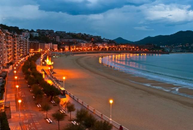 San Sebastian, la spiaggia al tramonto.