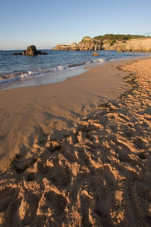 Santander, la spiaggia e l'isolotto della Magdalena che sbuca in lontananza.