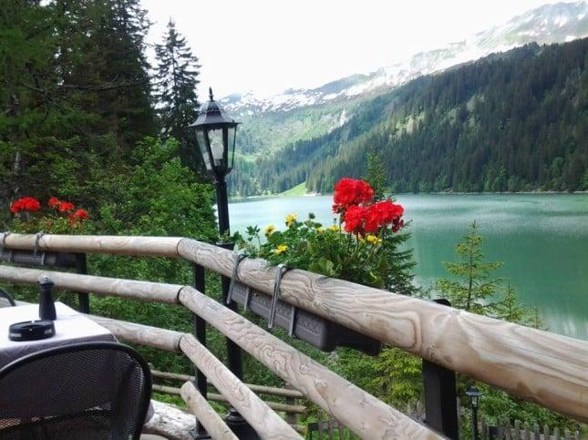 Vista panoramica del lago Arnen (Gstaad)