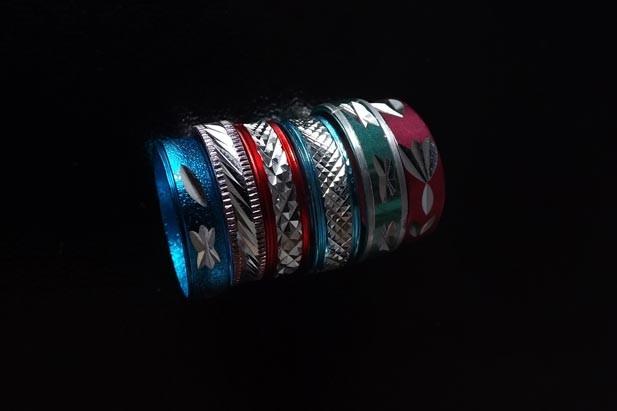 Anelli colorati effetto metal. Flickr - Simpio96