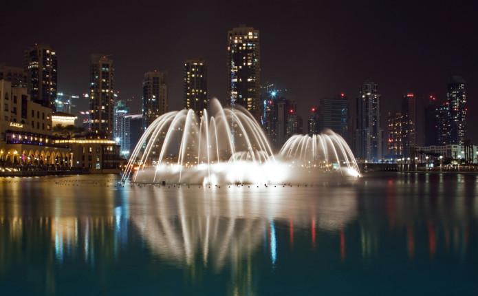 Lo spettacolo delle fontane di Dubai al Dubai Mall