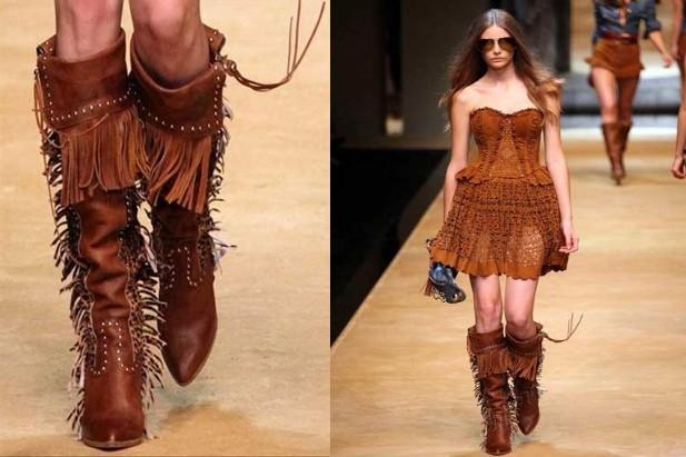 Abito e stivali con frange: una moderna cowgirl dallo spirito libero. La proposta di D&G