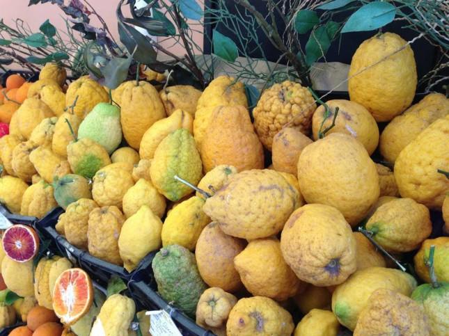 Taormina: cedri e limoni sui banchi del mercato