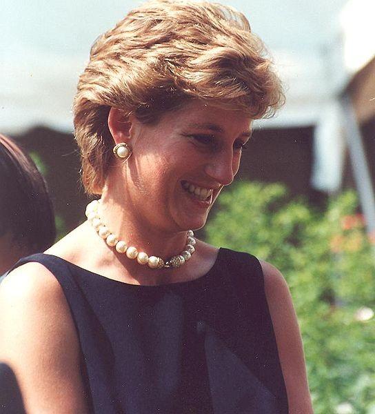 La principessa Diana è stata omaggiata da Dior durante una visita ufficiale in Francia.