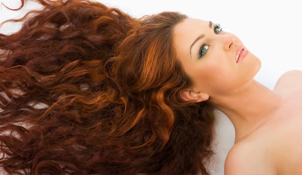 Balayage su capelli ricci rossi