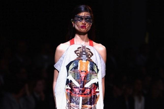 Lo scontro di culture differenti rivive nella collezione primavera-estate 2014 di Givenchy