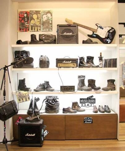 Mix di scarpe ed accessori CULT insieme agli inconfodibili e storici marchi della musica, Marshall ed Eko