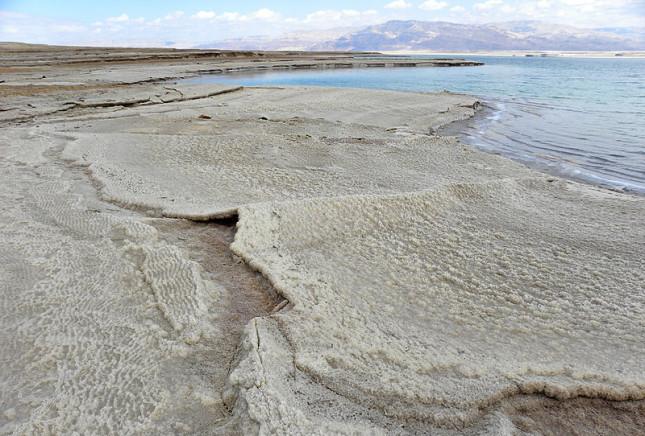 Depositi di sale sulle sponde del Mar Morto
