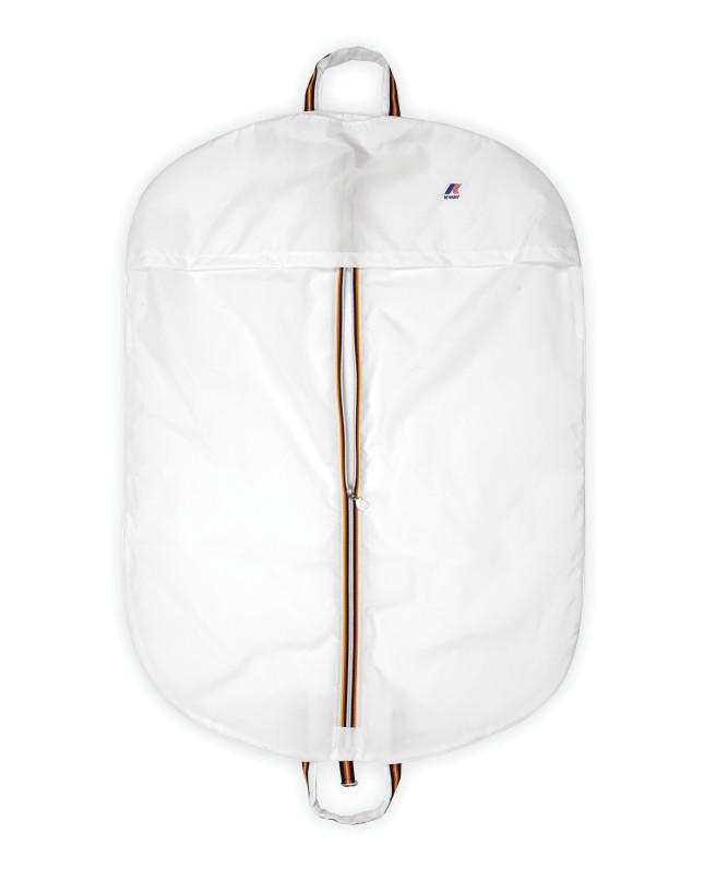 Le pellicce della collezione Peluche K-Way sono vendute in una borsa personalizzata (calda, comoda e di tendenza) ed è già possibile trovare la linea in tutti i negozi di riferimento.