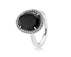 Pandora anello con spinello nero in argento