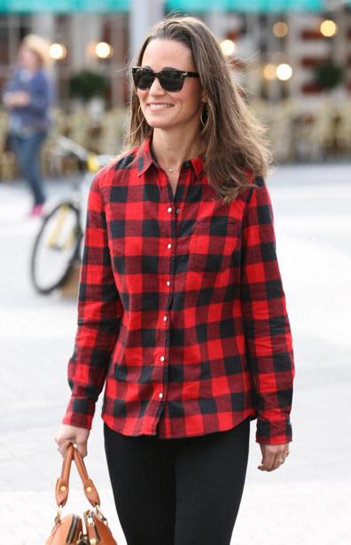 Non sarà proprio un'icona di stile, ma nei momenti liberi anche Pippa Middleton ama indossare camicie over size a scacchi