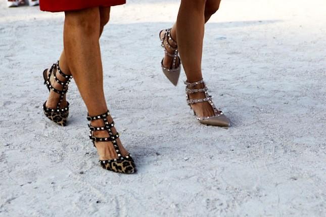 La parola d'ordine per questa stagione è comodità. Dimenticate i tacchi vertiginosi: le calzature della fall-winter 2013-2014 sono raso terra. Come le Rockstud di Valentino, ancora una volta must have di stagione