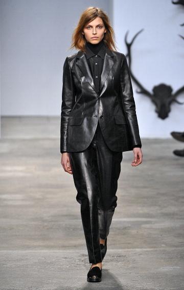 Giacche e pantaloni in pelle per la collezione fall-winter 2013-2014 di Trussardi