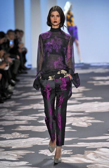 Fiori dark sugli abiti autunno-inverno 2013-2014 di Vera Wang