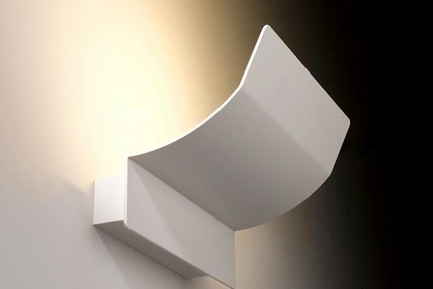 Applique modello Ola della ditta Metalspot, per una luce calda, diffusa  e orientabile