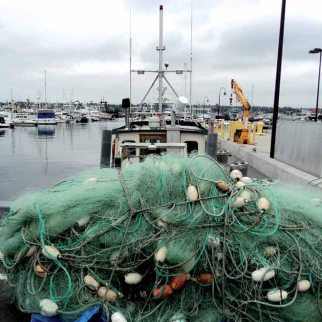 barca con reti da pesca
