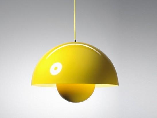 Lampada a sospensione modello Big flowerpot della ditta Artemide in metallo verniciato giallo, per un tocco di vivacità