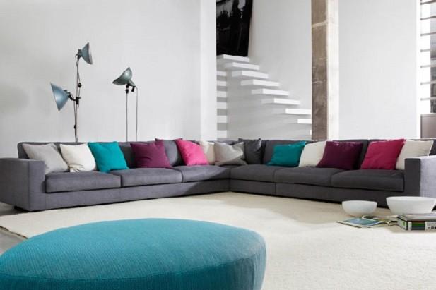 Si può osare con il colore se c'è una tinta neutra di fondo - divano modello Harvard della ditta Swan