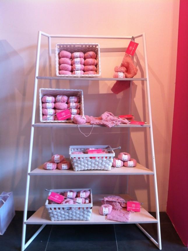 Una libreria di gomitoli rosa
