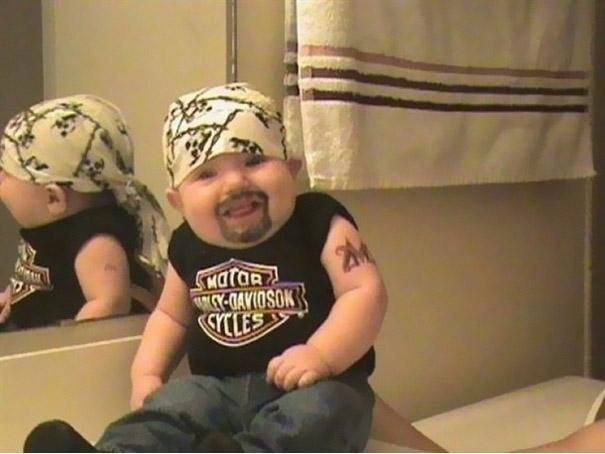 Baby motociclista | imgur.com