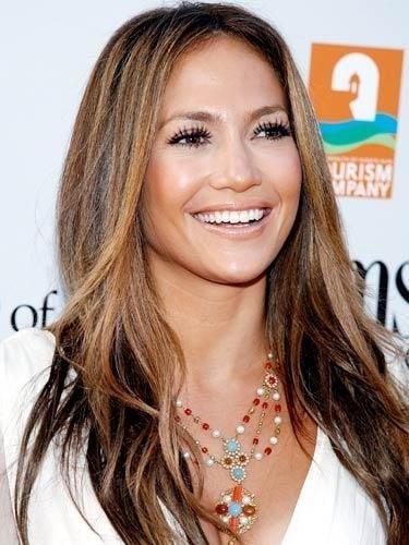 Jennifer Lopez sfoggia una chioma dal colore naturale con il balayage