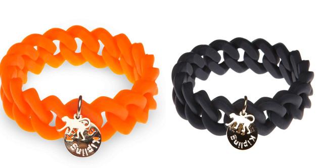 Kipling. bracciali in silicone con charm della collezione More than Bags. Euro 14,90 cad.